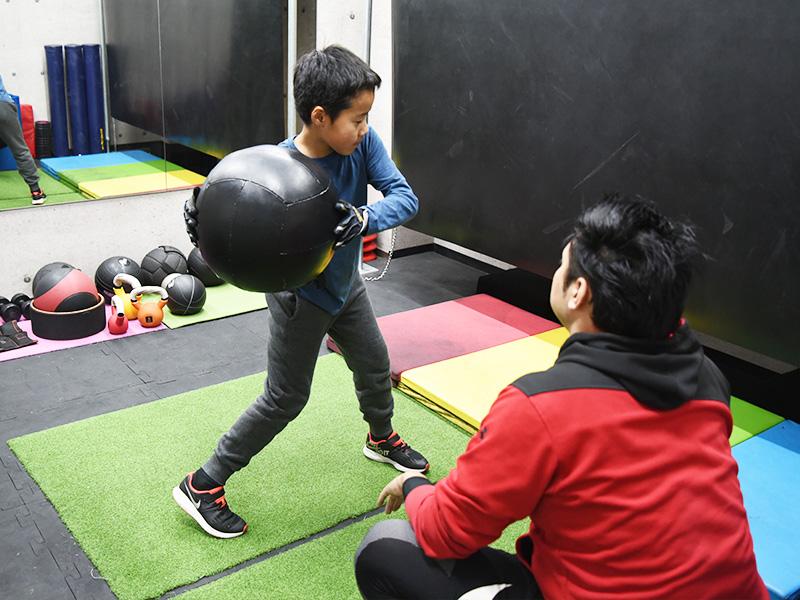 選手の身体と感覚に合わせたレッスンを提供