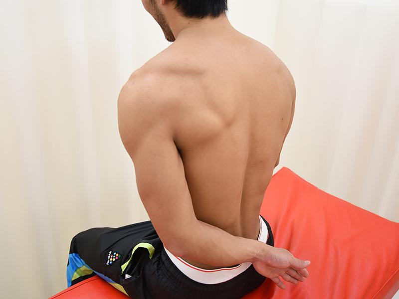棘上筋テーピング手の甲腰