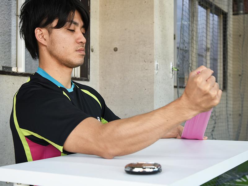 小円筋トレーニング肘伸びすぎ