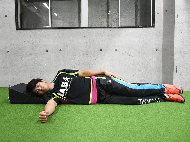 横向き腕挙上エクササイズの実施姿勢その6