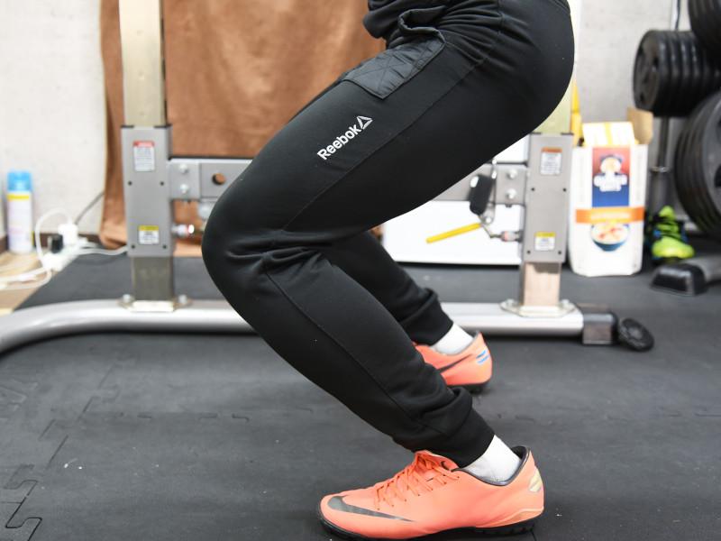 バックスクワット膝とつま先の位置ng