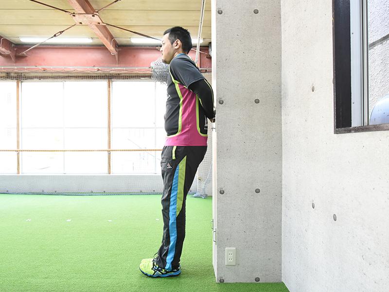 側面から見た肩甲下筋セルフチェックの正しいフォーム2