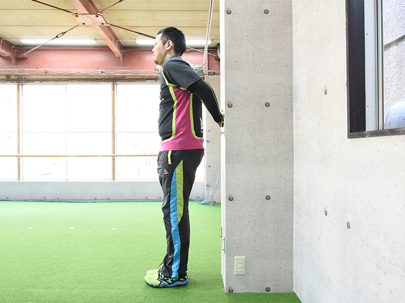 側面から見た肩甲下筋セルフチェックの正しいフォーム3