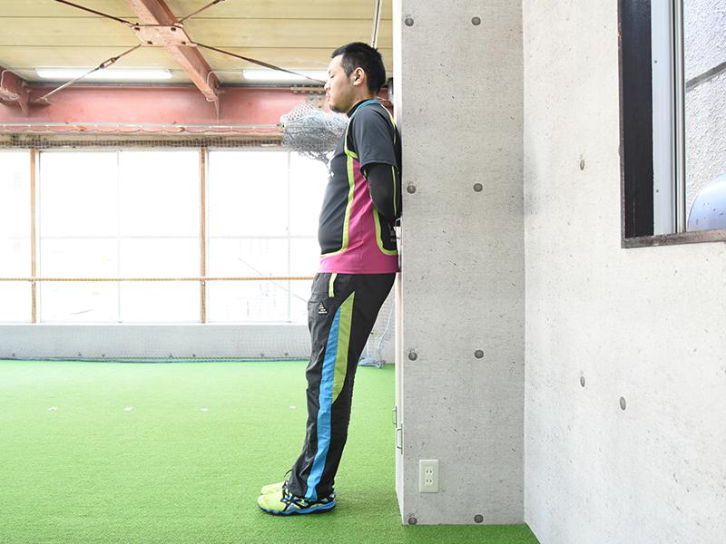 側面から見た肩甲下筋セルフチェックの正しいフォーム1