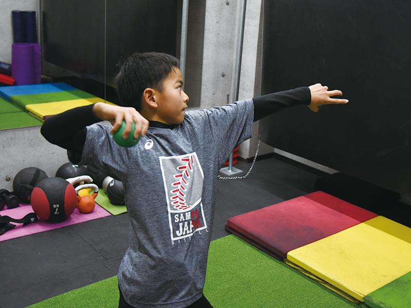 選手の身体と感覚に合わせた投球レッスンを提供